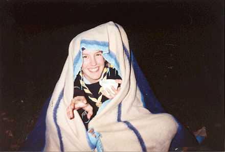Ségo qui joue au nain pdt une veillée lors d'un week-end (1999)