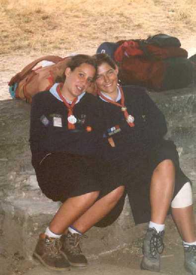 Pause finale avnt l'arrivée à St Jacques de Compostelle, avec la coquille autour du cou ! (juillet 1998)