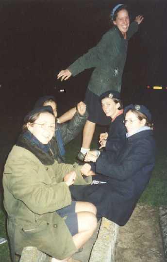 Artiste dans l'âme ! Un petit délire avec les GA, au Mont Saint Michel, pour se réchauffer. (Toussaint 2001)
